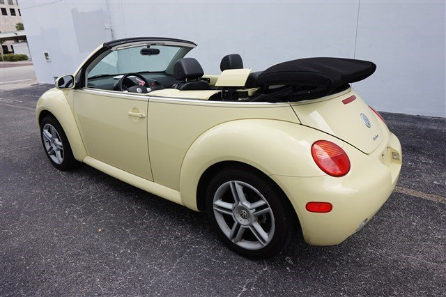 used 2004 volkswagen new beetle convertible gls turbo. Black Bedroom Furniture Sets. Home Design Ideas